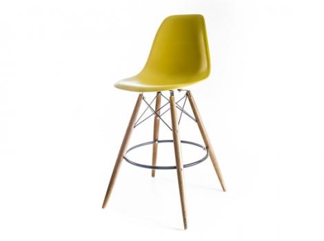 желто-оливковый барный дизайнерский стул eames dsw