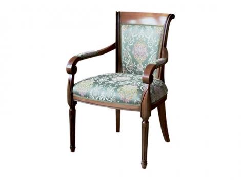 коричневое деревянное кресло с обивкой