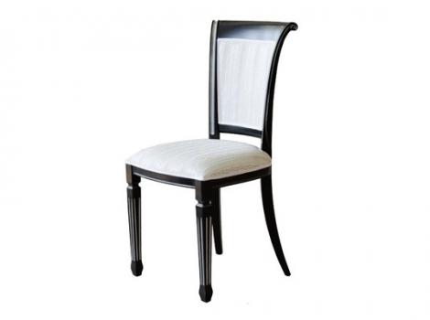 черный стул с серебряной патиной, светлая обивка