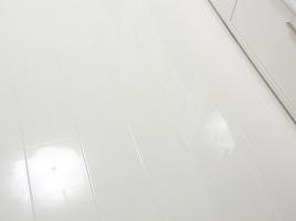 белый глянцевый ламинат