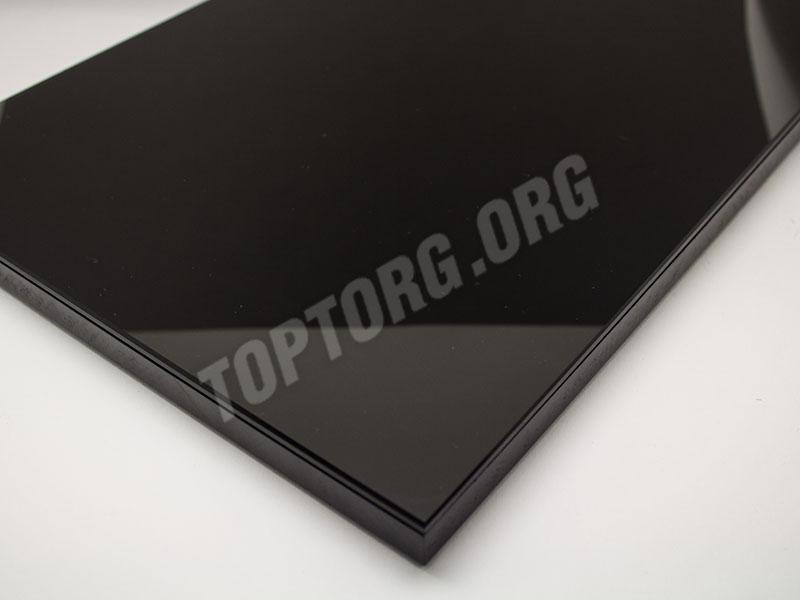 Стеклянная поверхность стола