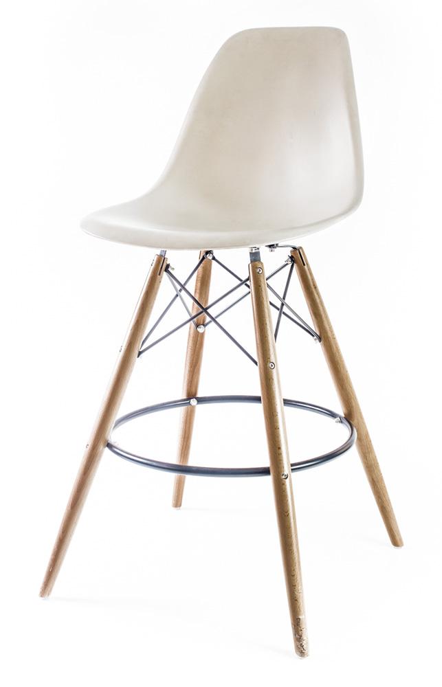 бежевый барный дизайнерский стул Eames DSW