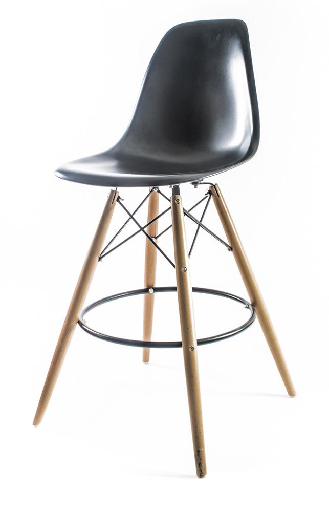 чёрный барный дизайнерский стул Eames DSW