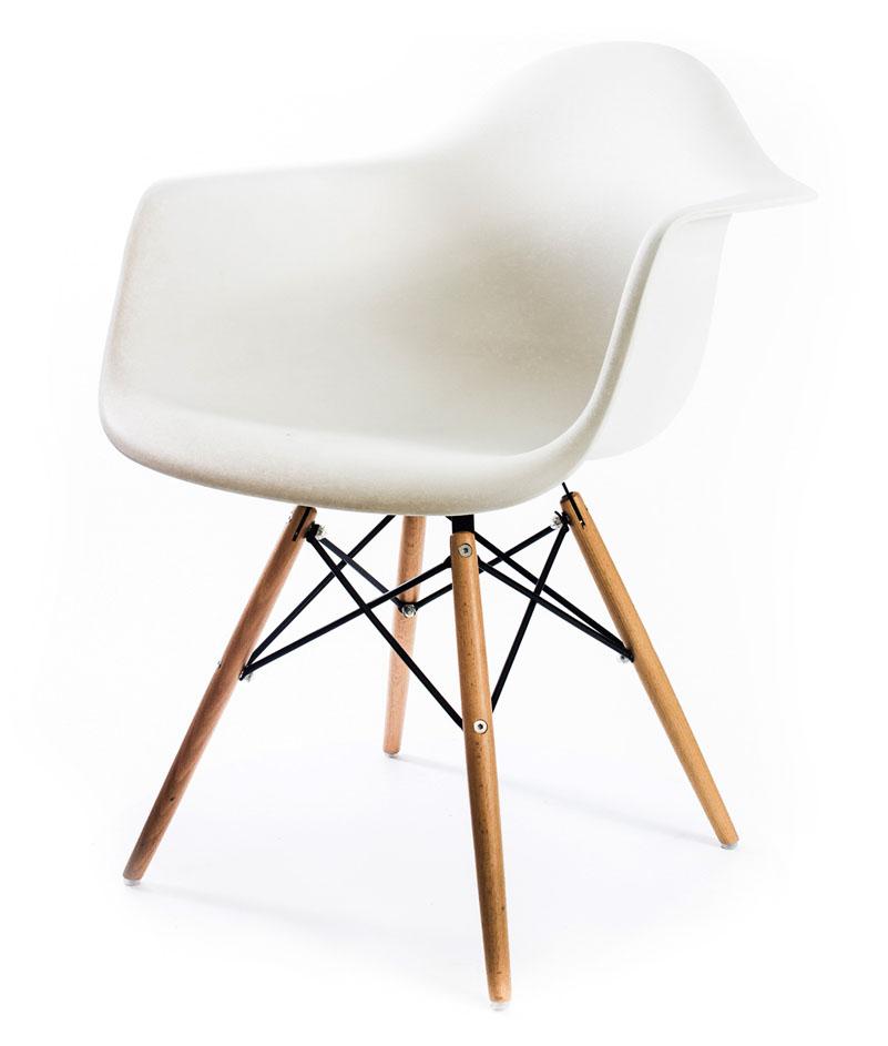 белый дизайнерский стул Eames DAW
