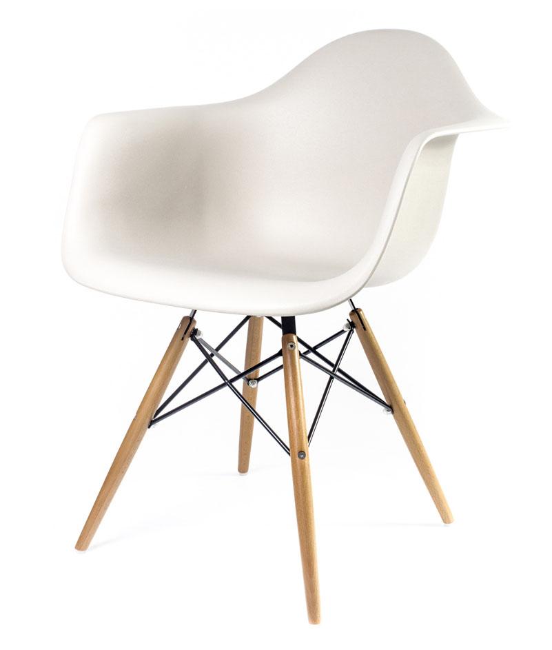 бежевый дизайнерский стул Eames DAW