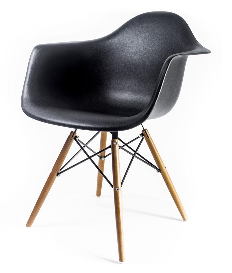 чёрный дизайнерский стул Eames DAW