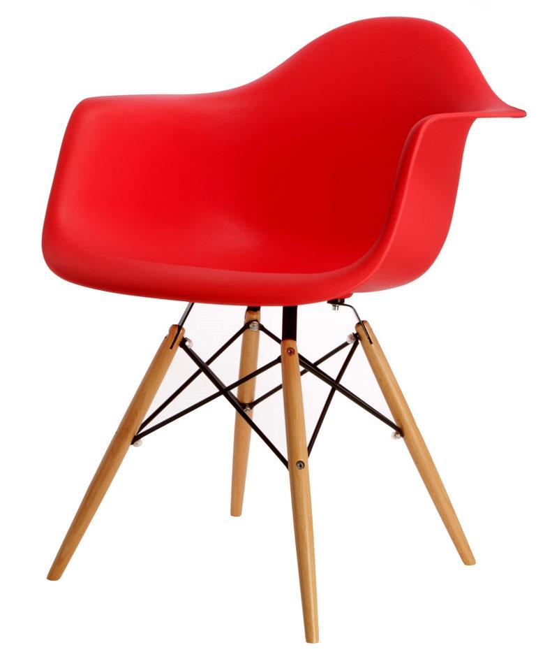 красный дизайнерский стул Eames DAW