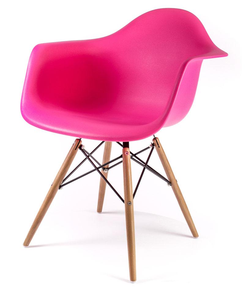 розовый дизайнерский стул Eames DAW
