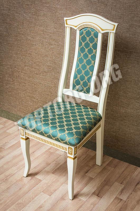 стул с патиной